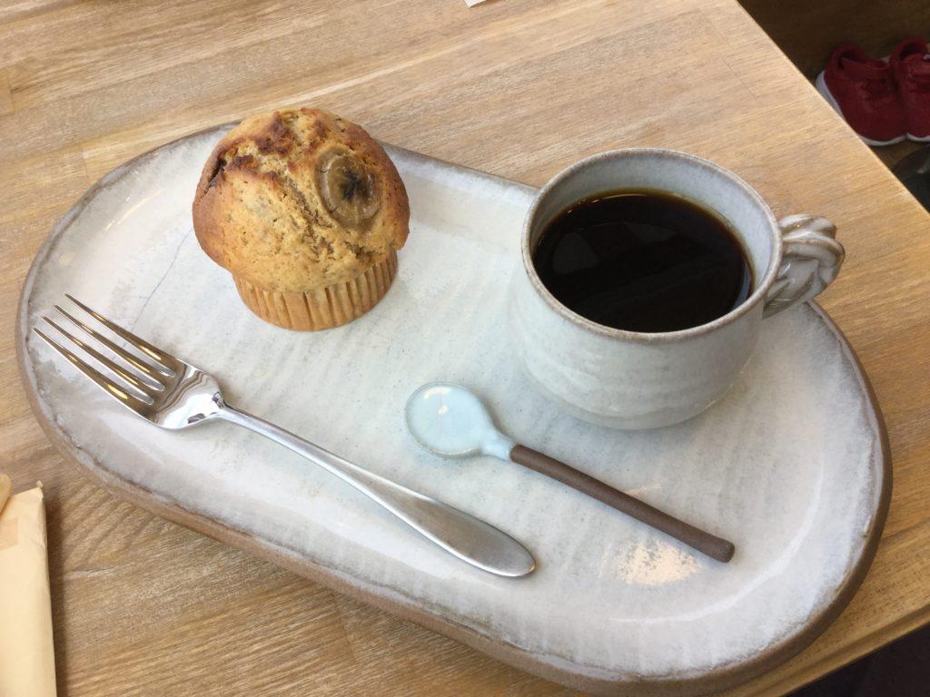 バナナのマフィンとコーヒーセット