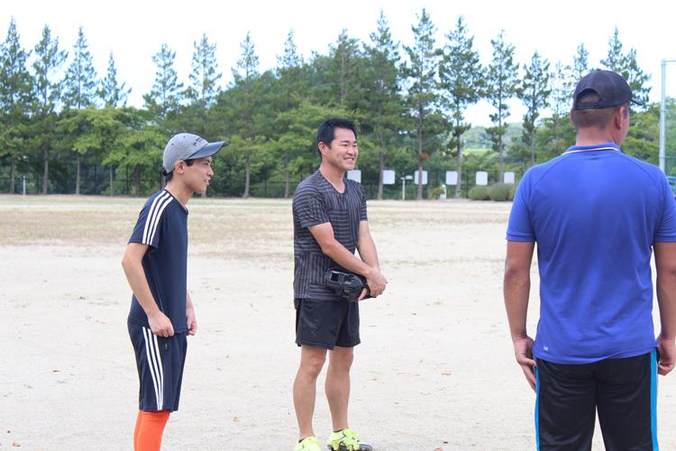 スペシャルオリンピックス日本・福島 ソフトボール練習風景 たむら支援学校の笹山清美 先生(写真中央)