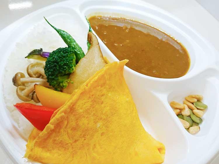 季節野菜を玉子クレープで包み込んだ元気!野菜カレー