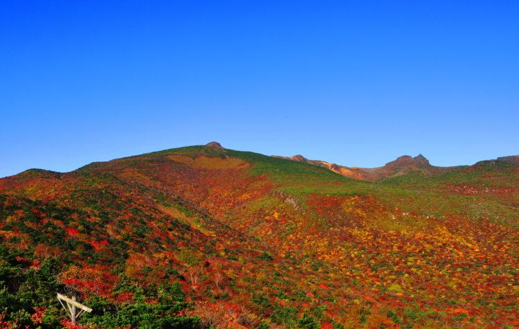 東側から見た安達太良火山